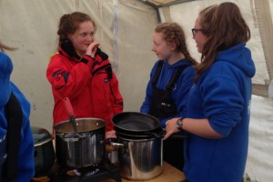 Fodhla Summer Camp Lough Lene Una Grainne cooking dinner Ceann Ceathru July 2015